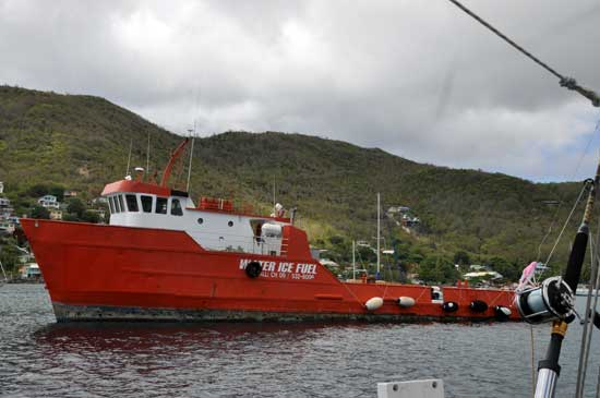 w-bequia-waterboat_1362